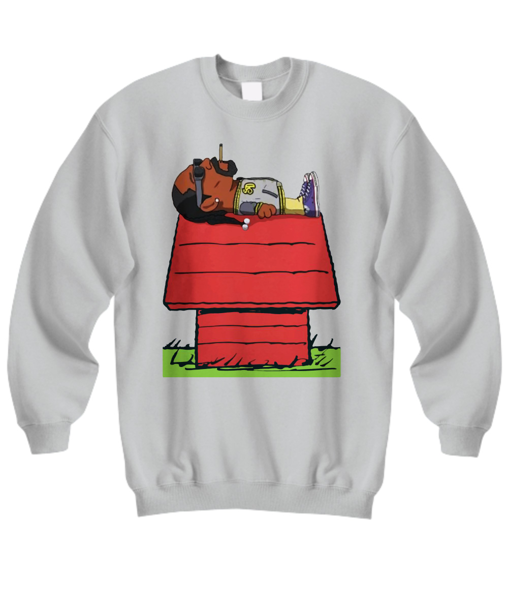 Snoop Dogg smoke weed on Snoopy's house sweatshirt